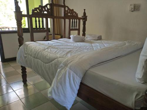 A bed or beds in a room at Serene Hotel