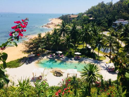 A view of the pool at Casa Marina Resort or nearby