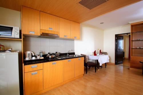 A kitchen or kitchenette at Princeton Bangkok
