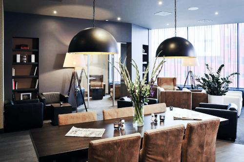 A restaurant or other place to eat at Mercure Hotel Amersfoort Centre
