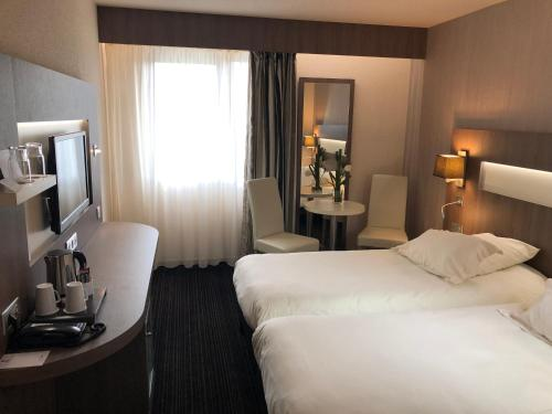 A bed or beds in a room at Best Western Marseille Aeroport