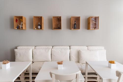 A restaurant or other place to eat at Decanting Porto House