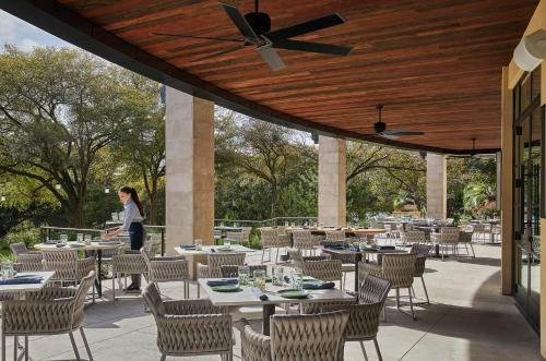 A restaurant or other place to eat at Four Seasons Hotel Austin