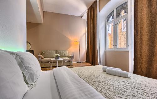 A bed or beds in a room at Split Urban Rooms II****