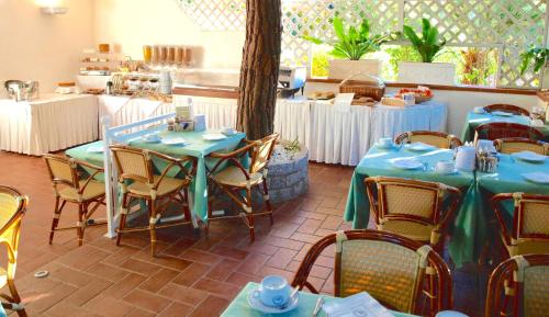 A restaurant or other place to eat at Hotel Meridiana