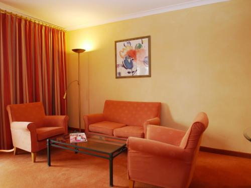 Ein Sitzbereich in der Unterkunft Lindner Hotel & Sporting Club Wiesensee