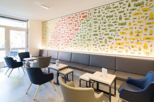 A seating area at JUFA Hotel Graz