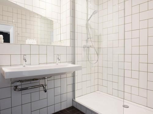 A bathroom at Mabi City Centre Hotel