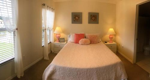 A bed or beds in a room at Paradise Cay Near Disney