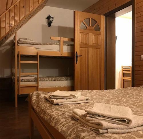 Krevet ili kreveti na sprat u jedinici u okviru objekta Villa Popara Kopaonik
