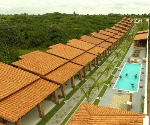A view of the pool at Pousada Vasto Horizonte or nearby