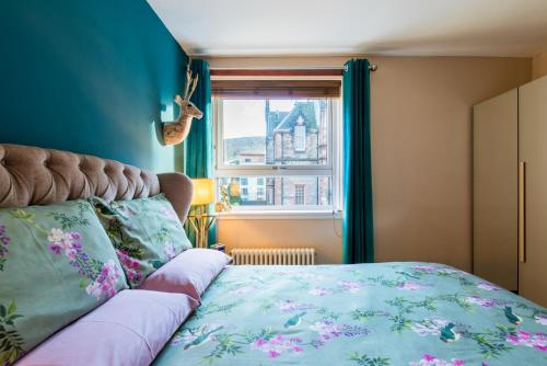 A bed or beds in a room at The Queens View