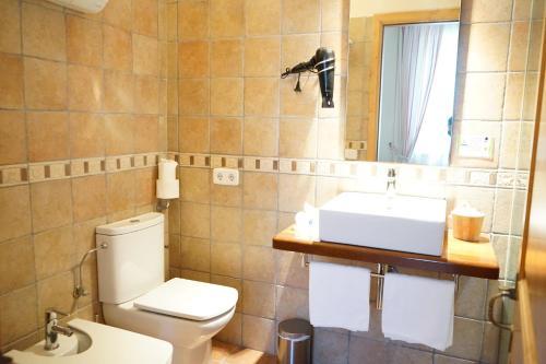 A bathroom at Hotel Es Mercadal