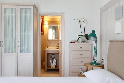 A bathroom at Skopelos Village Hotel