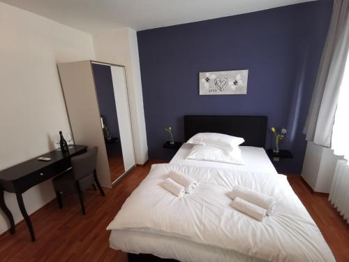 Ein Bett oder Betten in einem Zimmer der Unterkunft Hotel Zur Linde