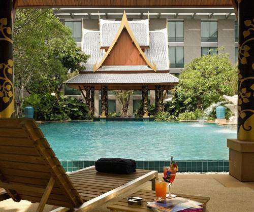 Der Swimmingpool an oder in der Nähe von Novotel Bangkok Suvarnabhumi Airport