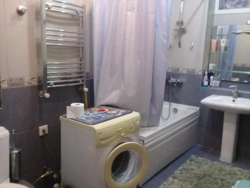Um banheiro em Nizami street 95