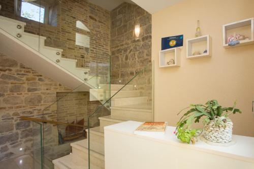 The lobby or reception area at Aspalathos Residence