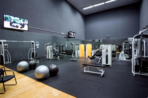 The fitness center and/or fitness facilities at Scottsdale Plaza Resort