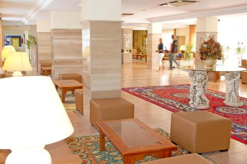 The lobby or reception area at HSM Hotel Reina del Mar