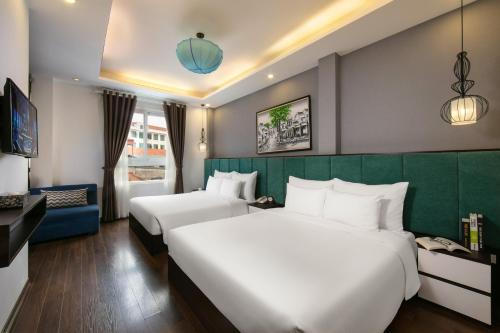 A bed or beds in a room at Babylon Garden Hotel & Spa