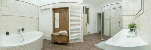 Ein Badezimmer in der Unterkunft Golden sheep Apartments near Charles Bridge