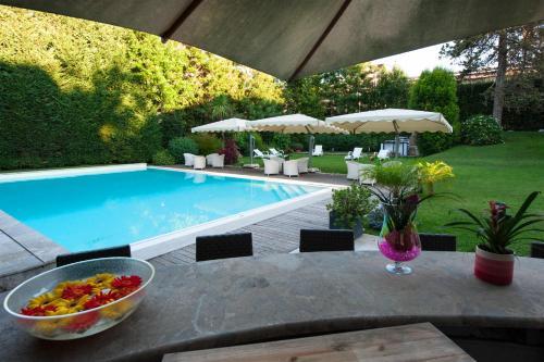 The swimming pool at or close to Villa Maria Cristina