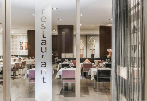 A restaurant or other place to eat at Max Hotel Livorno