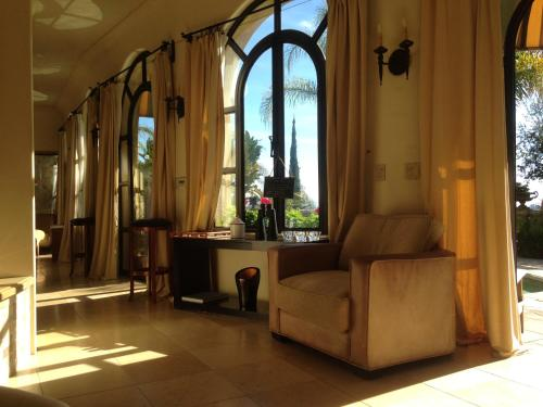 A seating area at The Villa Sophia Guest House