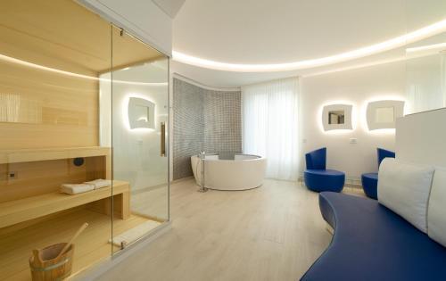 A bathroom at AHD Rooms