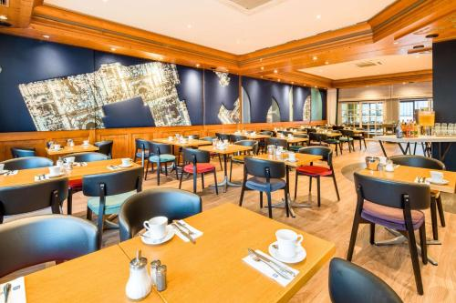 A restaurant or other place to eat at BEST WESTERN Hotel Würzburg-Süd