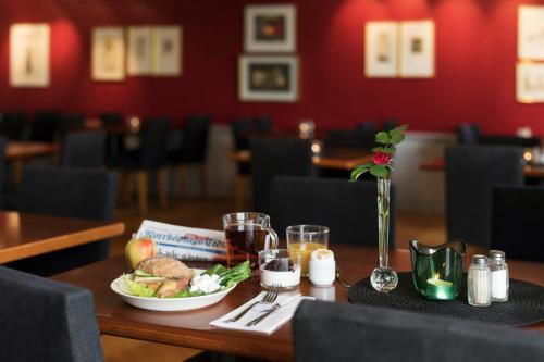 A restaurant or other place to eat at ProfilHotels President