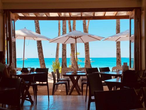 A restaurant or other place to eat at Hey Jude South Beach