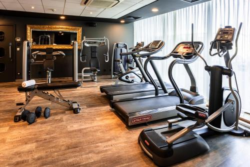The fitness center and/or fitness facilities at pentahotel Derby