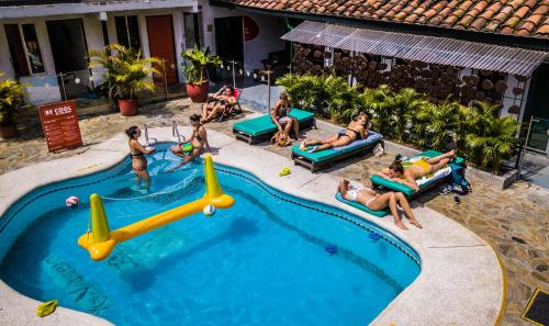 A view of the pool at Viajero Hostel Cali & Salsa School or nearby