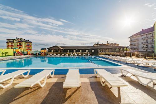 Бассейн в Hotel Relax или поблизости