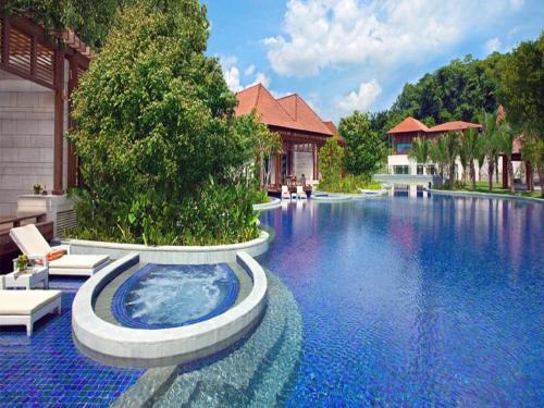 Der Swimmingpool an oder in der Nähe von Resorts World Sentosa - Equarius Hotel (SG Clean)