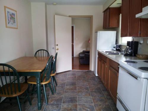 A kitchen or kitchenette at Ocean Avenue Inn