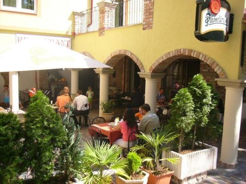 Reštaurácia alebo iné gastronomické zariadenie v ubytovaní Penzion da Giacomo