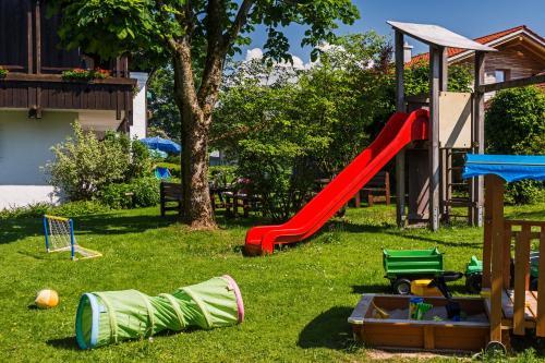Ein Kinderspielbereich in der Unterkunft Allgäu Ferienhaus Strobel
