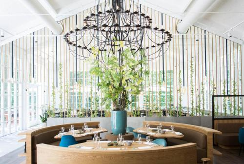 A restaurant or other place to eat at Kasteel Kerckebosch