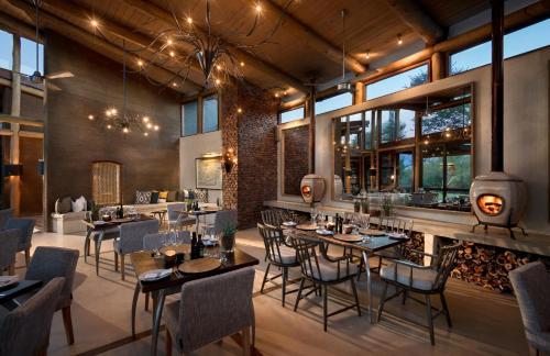 Een restaurant of ander eetgelegenheid bij Marataba Safari Lodge