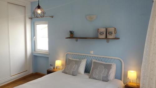 A bed or beds in a room at CASA ALEGRIA - Cottage Lagos -