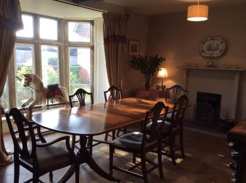 A restaurant or other place to eat at Castle Farm House B&B