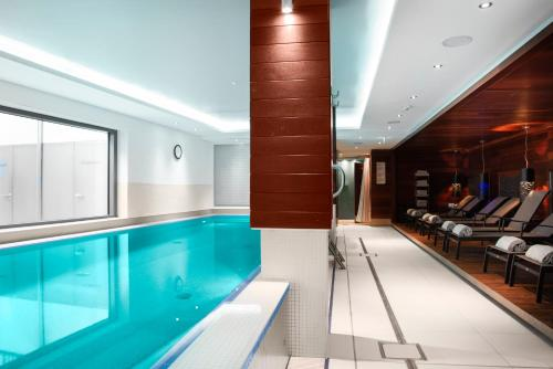 The swimming pool at or close to Pestana Berlin Tiergarten