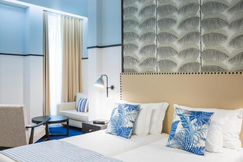 A bed or beds in a room at Castanheiro Boutique Hotel