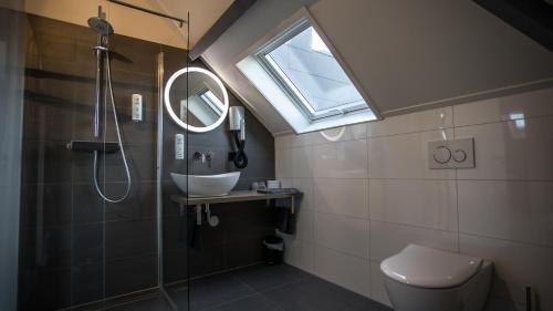 A bathroom at Hotel en privé-wellness De Nieuwe Doelen