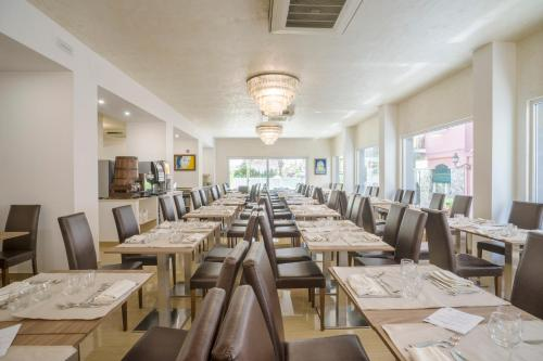 A restaurant or other place to eat at Casthotels Bristol Terme