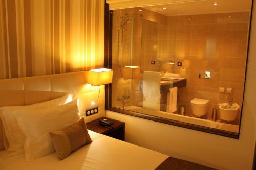 A bathroom at Hotel O Gato