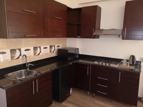 Virtuvė arba virtuvėlė apgyvendinimo įstaigoje Cordoba Suites